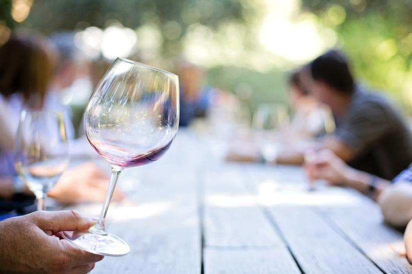 Ce puteți trata cu vin roșu desunătoare